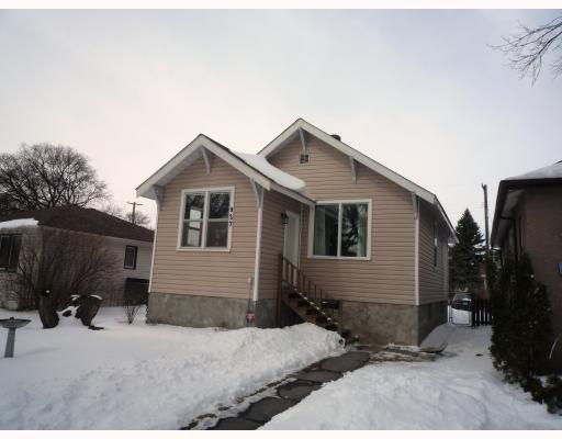 Main Photo: 927 CALROSSIE Boulevard in WINNIPEG: Fort Garry / Whyte Ridge / St Norbert Residential for sale (South Winnipeg)  : MLS®# 2904684