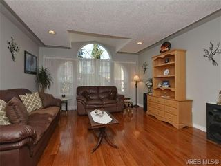 Photo 2: 2319 Evelyn Hts in VICTORIA: VR Hospital House for sale (View Royal)  : MLS®# 692691