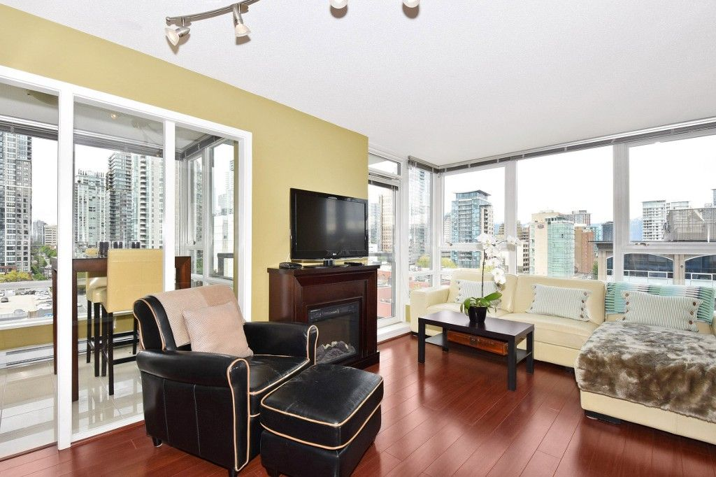 """Photo 3: Photos: 1708 928 BEATTY Street in Vancouver: Yaletown Condo for sale in """"MAX 1"""" (Vancouver West)  : MLS®# R2165040"""
