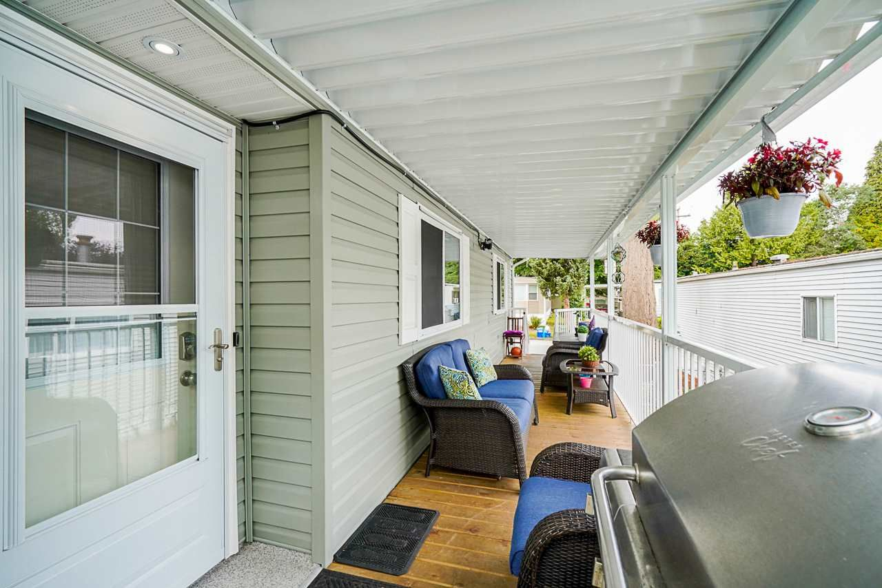 """Photo 2: Photos: 49 7790 KING GEORGE Boulevard in Surrey: East Newton Manufactured Home for sale in """"CRISPEN BAYS"""" : MLS®# R2493696"""