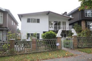 Photo 2: 3326 E 2ND Avenue in Vancouver: Renfrew VE House for sale (Vancouver East)  : MLS®# R2509974