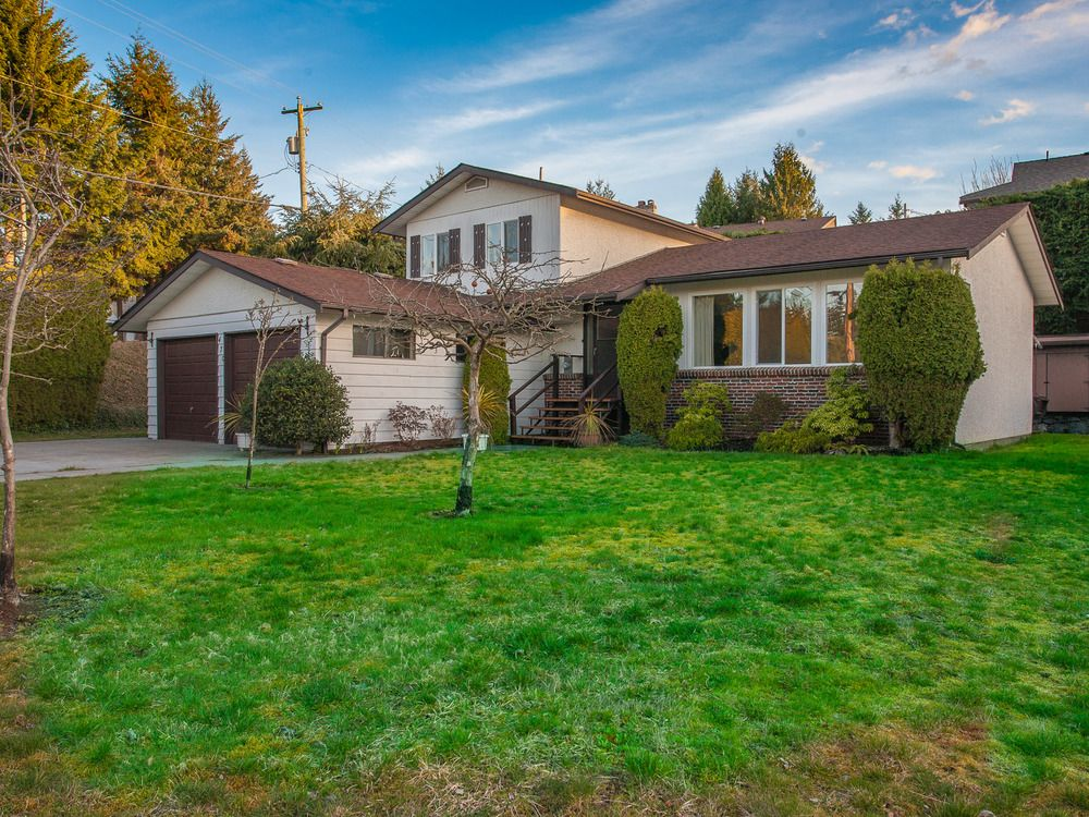 Main Photo: 470 Knight Terrace in Judges Row: House for sale : MLS®# 422478
