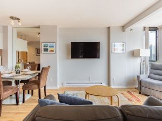 """Photo 2: 2403 1189 HOWE Street in Vancouver: Downtown VW Condo for sale in """"The Genesis"""" (Vancouver West)  : MLS®# R2592204"""