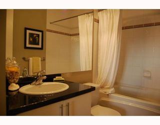 """Photo 7: 404 1688 CYPRESS Street in Vancouver: Kitsilano Condo for sale in """"YORKVILLE SOUTH"""" (Vancouver West)  : MLS®# V797521"""