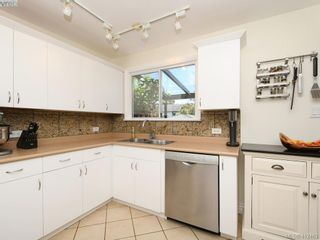 Photo 9: 2551 Foul Bay Rd in VICTORIA: OB Henderson House for sale (Oak Bay)  : MLS®# 817904
