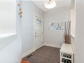 Photo 2: 84 Sage Bank Crescent NW in Calgary: Sage Hill Detached for sale : MLS®# A1027178