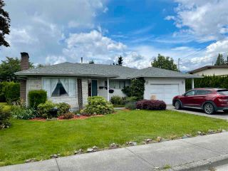 Photo 1: 8561 BROADWAY Street in Chilliwack: Chilliwack E Young-Yale House for sale : MLS®# R2593236