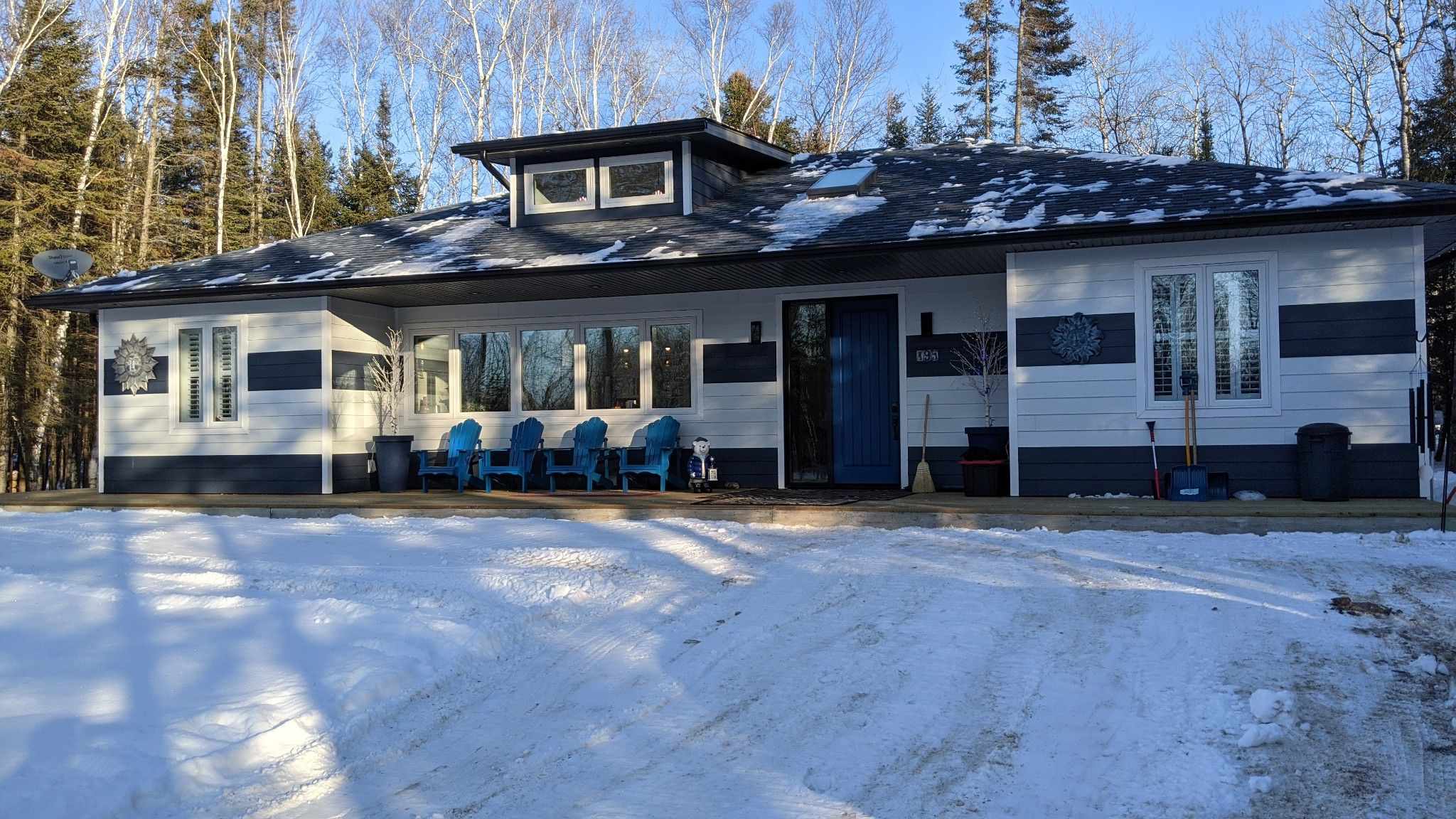 Main Photo: 195 Grand Pines Drive: Traverse Bay Single Family Detached for sale (R27)