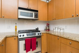 """Photo 15: 406 14 E ROYAL Avenue in New Westminster: Fraserview NW Condo for sale in """"Victoria Hill"""" : MLS®# R2092920"""