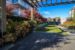 """Photo 18: 2002 668 COLUMBIA Street in New Westminster: Downtown NW Condo for sale in """"Trapp + Holbrook"""" : MLS®# R2419627"""