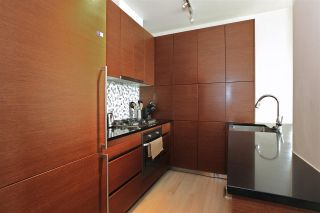 Photo 3: 2204 565 SMITHE STREET in Vancouver: Downtown VW Condo for sale (Vancouver West)  : MLS®# R2280407