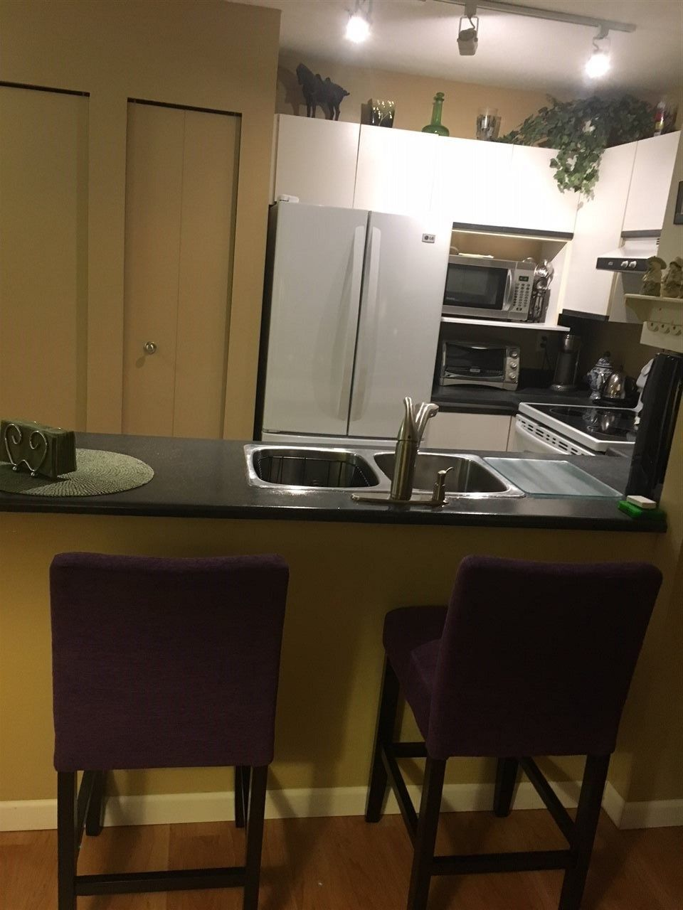 "Photo 5: Photos: 202 20561 113 Avenue in Maple Ridge: Southwest Maple Ridge Condo for sale in ""WARESLY PLACE"" : MLS®# R2229182"