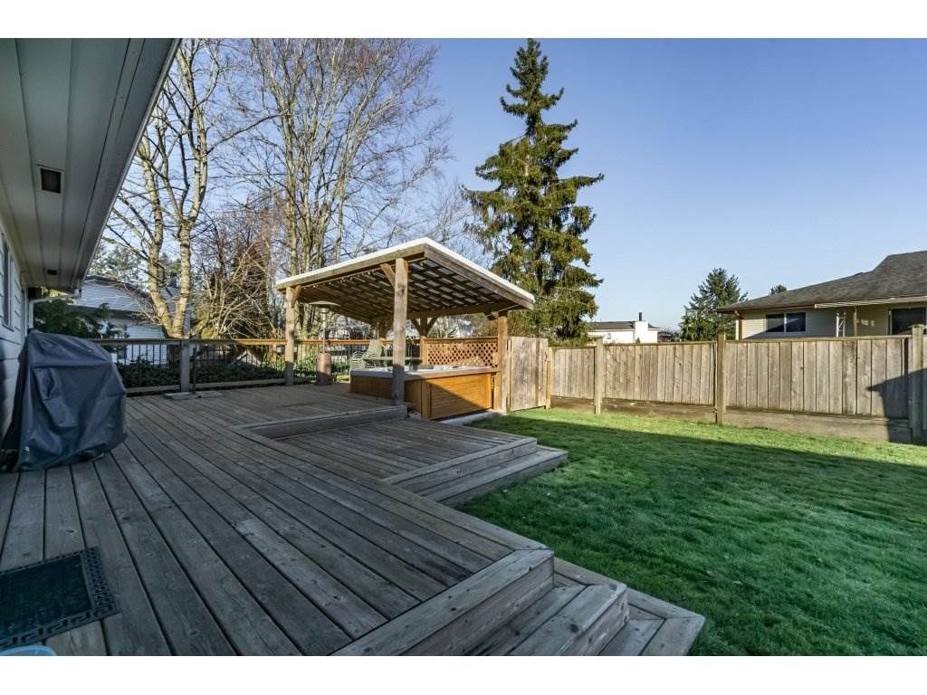 Photo 2: Photos: 6474 196 Street in Langley: Willoughby Heights House for sale : MLS®# R2239174