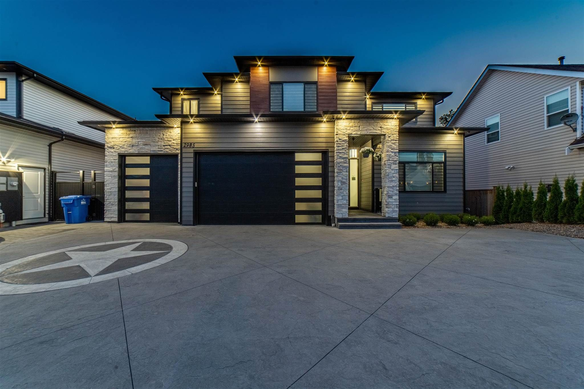 Main Photo: 2985 TOWNLINE Road in Abbotsford: Abbotsford West House for sale : MLS®# R2595923