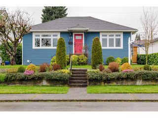 "Photo 1: 927 LAUREL Street in New Westminster: The Heights NW House for sale in ""THE HEIGHTS"" : MLS®# R2554863"