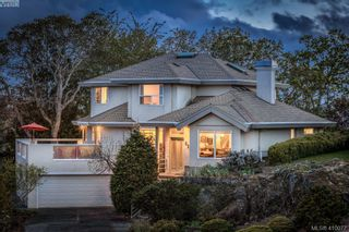 Photo 1: 895 Le Clair Pl in VICTORIA: SE Lake Hill House for sale (Saanich East)  : MLS®# 812877