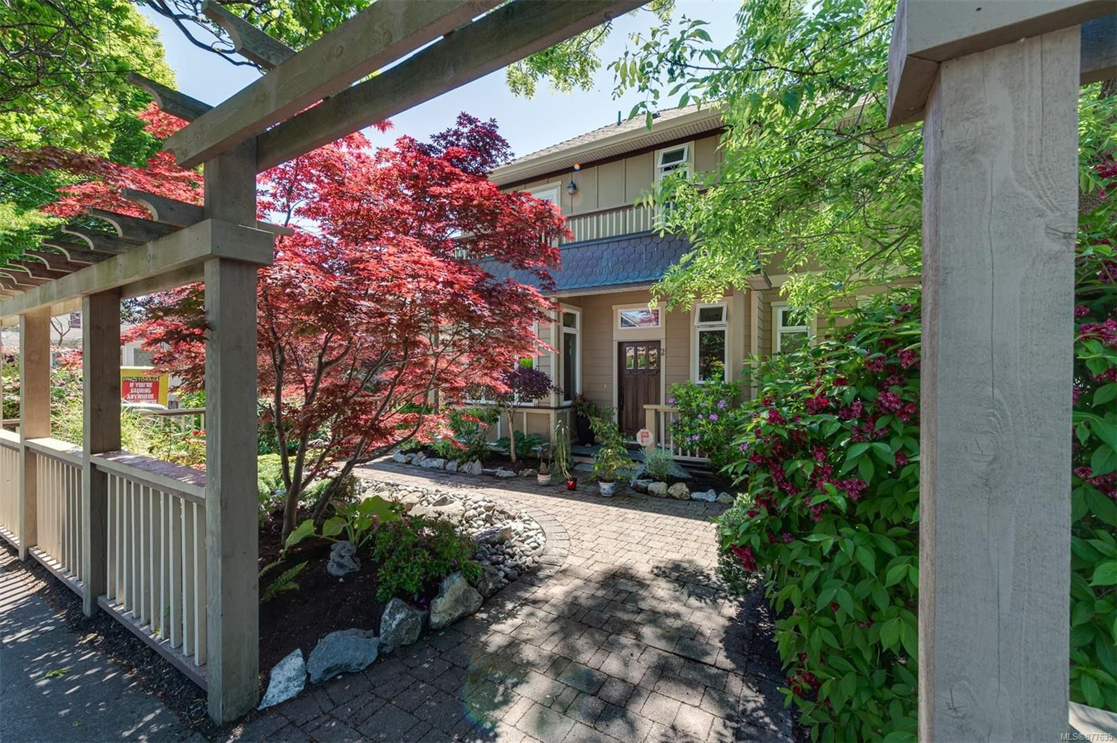 Main Photo: 3 209 Superior St in : Vi James Bay Row/Townhouse for sale (Victoria)  : MLS®# 877635