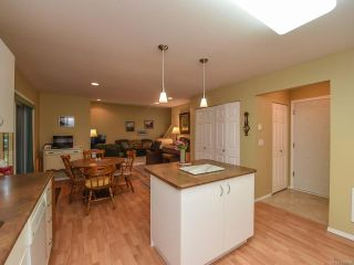 Photo 3: 555 BECKTON DRIVE in COMOX: CV Comox (Town of) House for sale (Comox Valley)  : MLS®# 789909