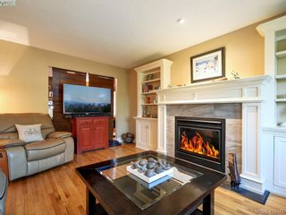 Photo 3: 1 2022 Melville Dr in SIDNEY: Si Sidney North-East Half Duplex for sale (Sidney)  : MLS®# 826982