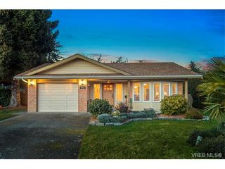 Photo 1: 2002 Corniche Pl in VICTORIA: SE Gordon Head House for sale (Saanich East)  : MLS®# 751432