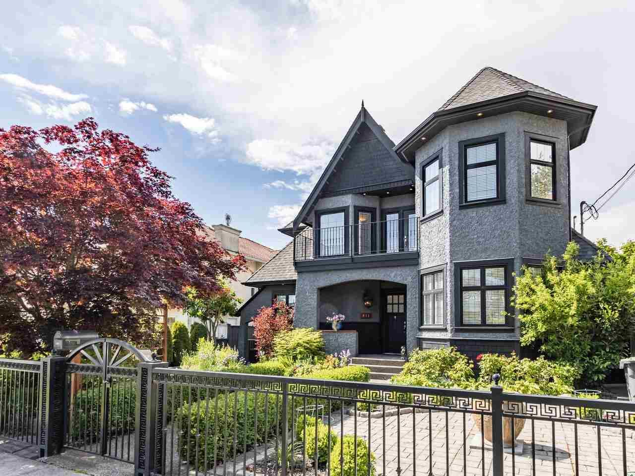Main Photo: 911 LONDON Street in New Westminster: Moody Park House for sale : MLS®# R2584859