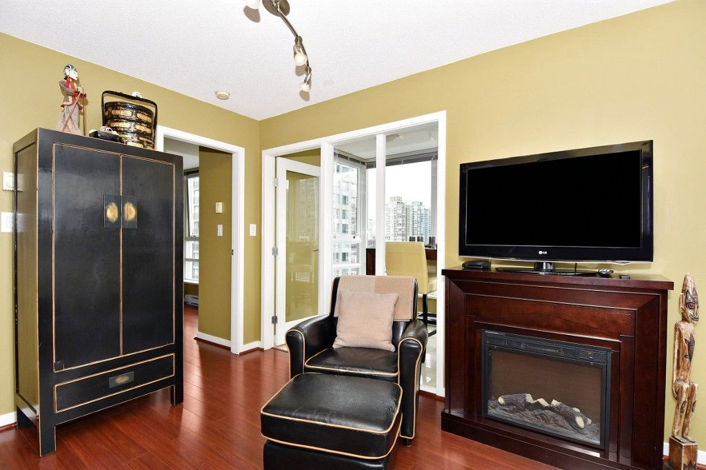 """Photo 9: Photos: 1708 928 BEATTY Street in Vancouver: Yaletown Condo for sale in """"MAX 1"""" (Vancouver West)  : MLS®# R2165040"""