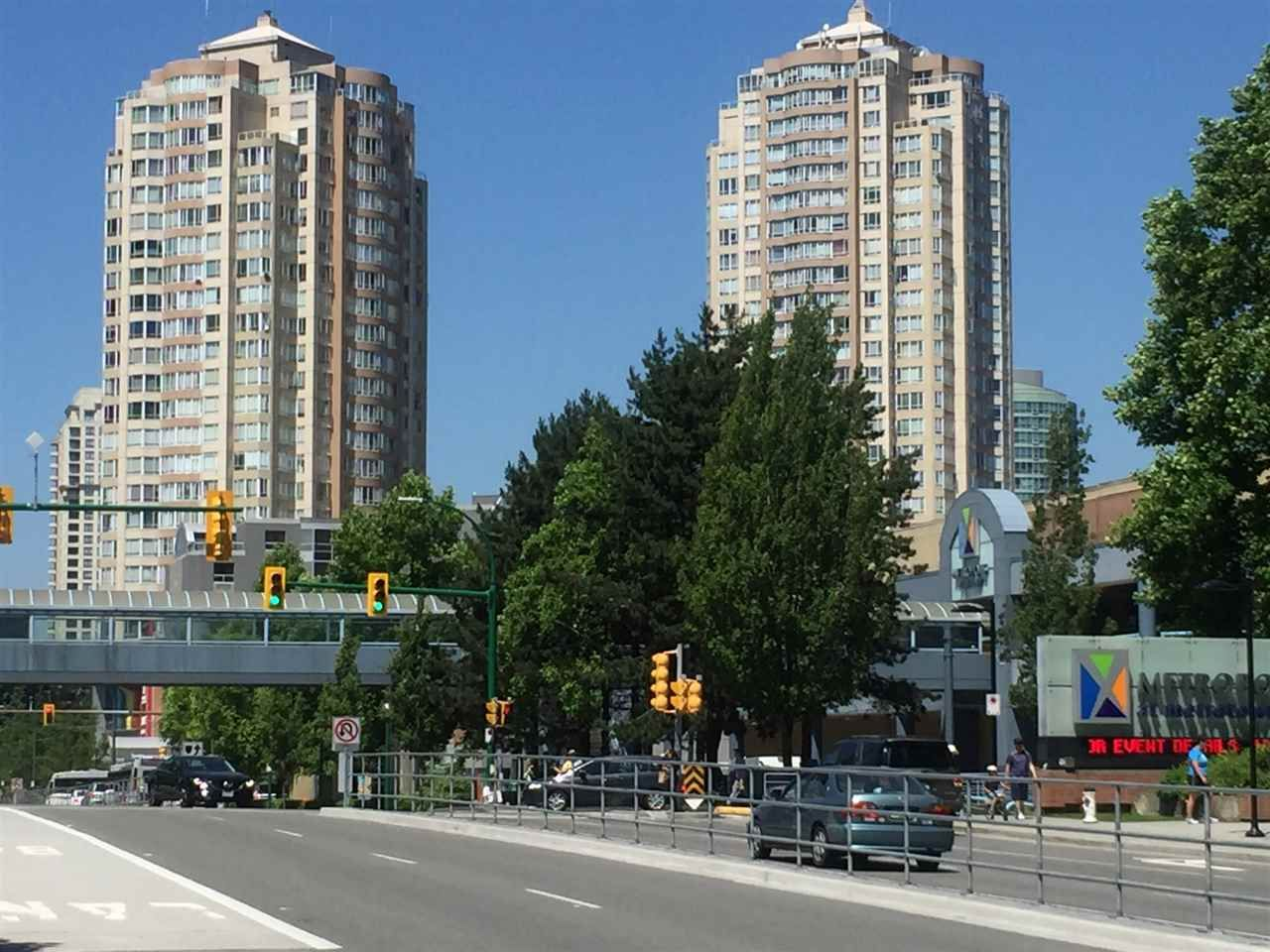 Main Photo: 2201 6240 MCKAY AVENUE in Burnaby: Metrotown Condo for sale (Burnaby South)  : MLS®# R2513511