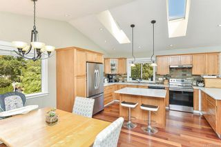 Photo 4: 1063 Chesterfield Rd in Saanich: SW Strawberry Vale House for sale (Saanich West)  : MLS®# 844474