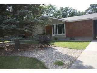 Photo 1: 99 Riverbend Avenue in WINNIPEG: St Vital Residential for sale (South East Winnipeg)  : MLS®# 1216465