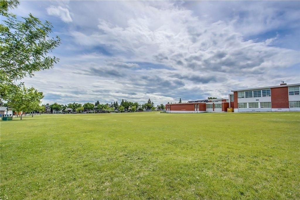 Photo 4: Photos: 3909 19 Street SW in Calgary: Altadore House for sale : MLS®# C4122880