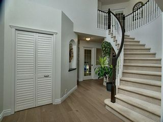 Photo 2: 12 Sienna Heights Way SW in Calgary: Signal Hill Detached for sale : MLS®# A1099178