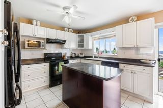 Photo 9: 1138 CHARLAND Avenue in Coquitlam: Central Coquitlam House for sale : MLS®# R2604391