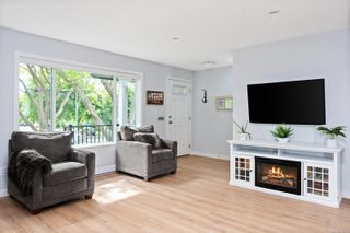 Photo 2: 3 1680 Ryan St in : Vi Oaklands Row/Townhouse for sale (Victoria)  : MLS®# 878328