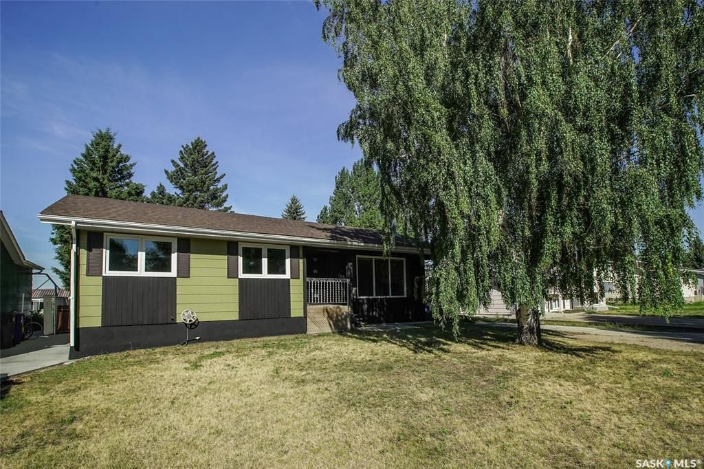 Main Photo: 106 4th Avenue in Dundurn: Residential for sale : MLS®# SK866638