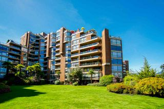 """Photo 4: 108 1450 PENNYFARTHING Drive in Vancouver: False Creek Condo for sale in """"HARBOUR COVE"""" (Vancouver West)  : MLS®# R2459679"""