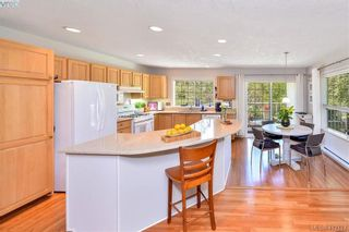 Photo 4: 3734 Epsom Dr in VICTORIA: SE Cedar Hill House for sale (Saanich East)  : MLS®# 817100