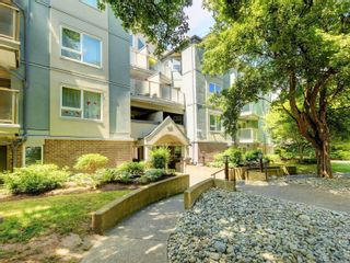 Photo 1: 108 2710 Grosvenor Rd in : Vi Oaklands Condo for sale (Victoria)  : MLS®# 878519