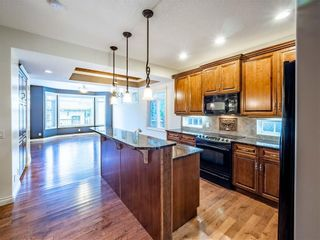Photo 4: 529 24 Avenue NE in Calgary: Winston Heights/Mountview Semi Detached for sale : MLS®# A1021988