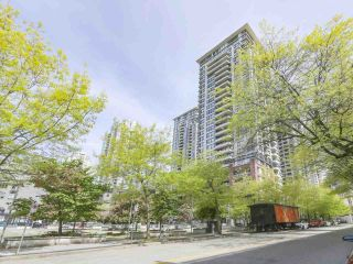 """Photo 11: 2306 977 MAINLAND Street in Vancouver: Yaletown Condo for sale in """"YALETOWN PARK 3"""" (Vancouver West)  : MLS®# R2367819"""