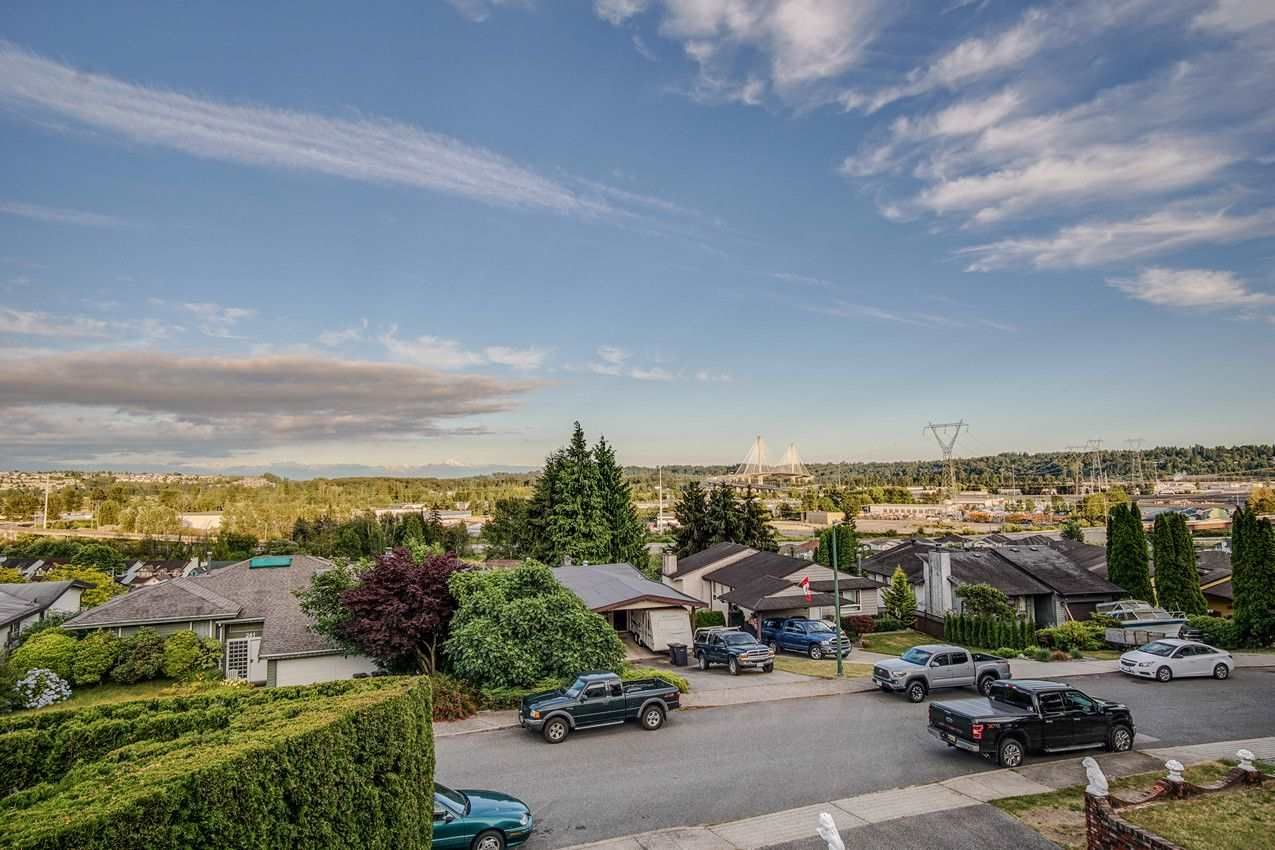 Main Photo: 254 WARRICK Street in Coquitlam: Cape Horn House for sale : MLS®# R2479071