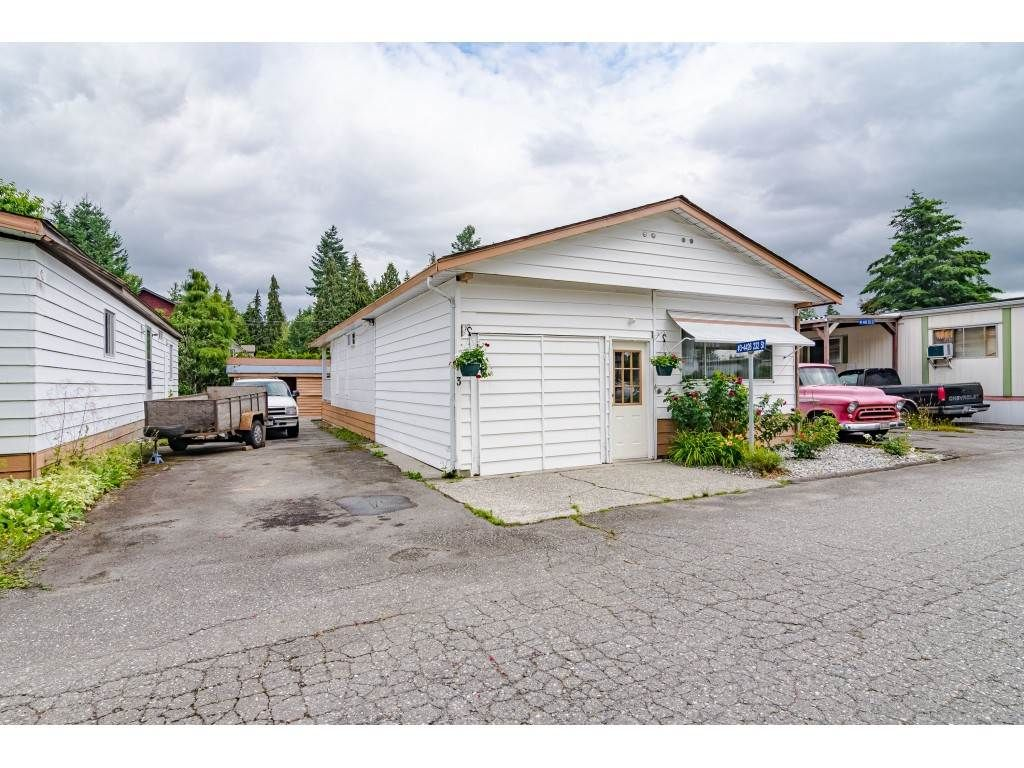 """Main Photo: 3 4426 232 Street in Langley: Salmon River Manufactured Home for sale in """"WESTFIELD COURT"""" : MLS®# R2479123"""
