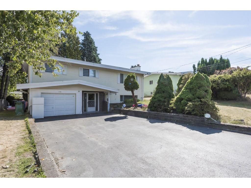 Main Photo: 2136 BROADWAY Street in Abbotsford: Abbotsford West House for sale : MLS®# R2616201