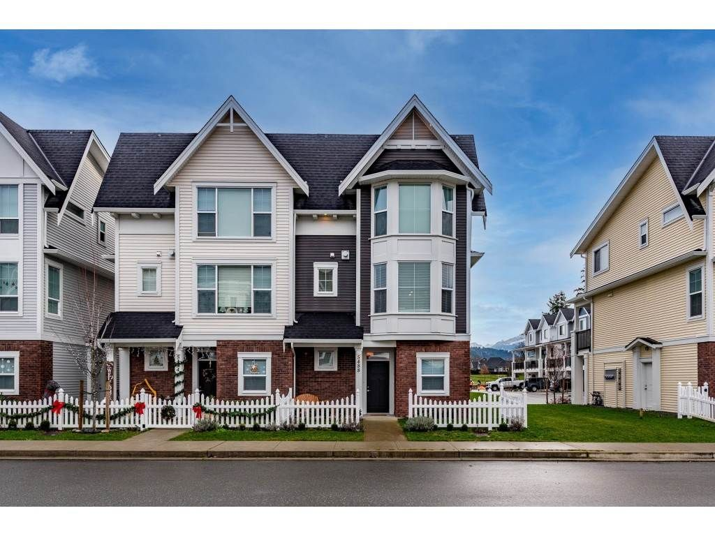 """Photo 2: Photos: 5488 DRIFTWOOD Street in Chilliwack: Vedder S Watson-Promontory Condo for sale in """"WEBSTER CROSSING"""" (Sardis)  : MLS®# R2527096"""