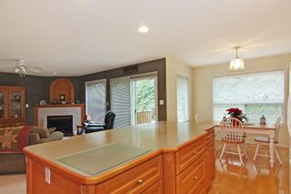 """Photo 3: 2571 WHATCOM Place in Abbotsford: Abbotsford East House for sale in """"Regal Park"""" : MLS®# R2332981"""