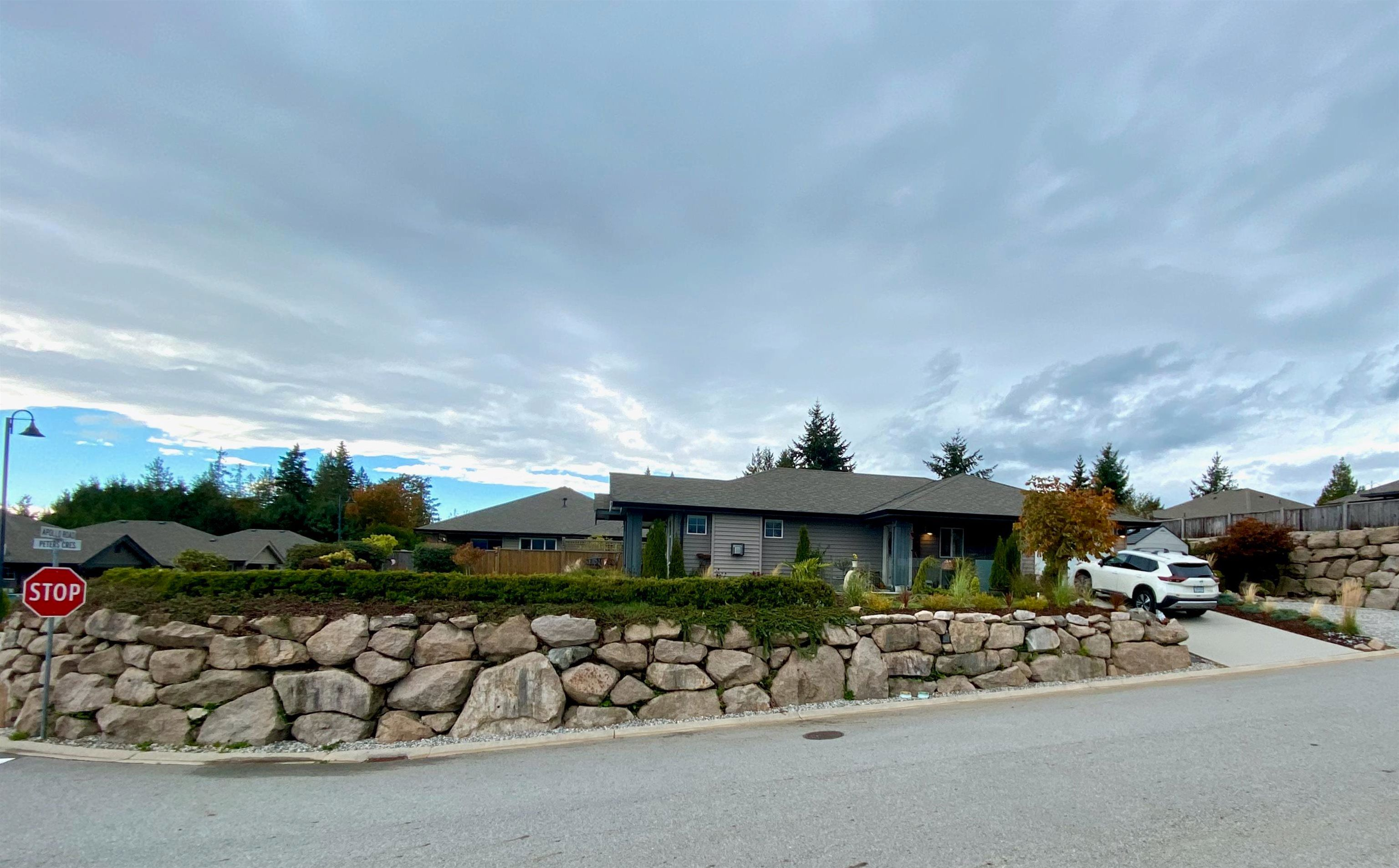 """Main Photo: 6262 APOLLO Road in Sechelt: Sechelt District House for sale in """"Tyler Heights"""" (Sunshine Coast)  : MLS®# R2623830"""