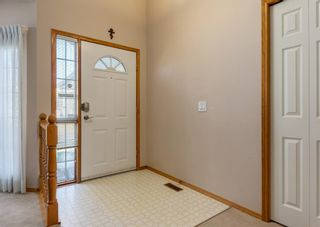 Photo 3: 152 Riverside Circle SE in Calgary: Riverbend Detached for sale : MLS®# A1154041