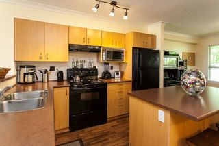 """Photo 5: 20 20350 68 Avenue in Langley: Willoughby Heights Townhouse for sale in """"Sunridge"""" : MLS®# R2068520"""