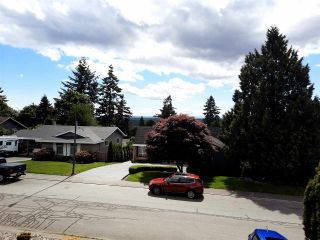 """Photo 3: 8102 WILTSHIRE Place in Delta: Nordel House for sale in """"CANTERBURY HEIGHTS"""" (N. Delta)  : MLS®# R2586961"""