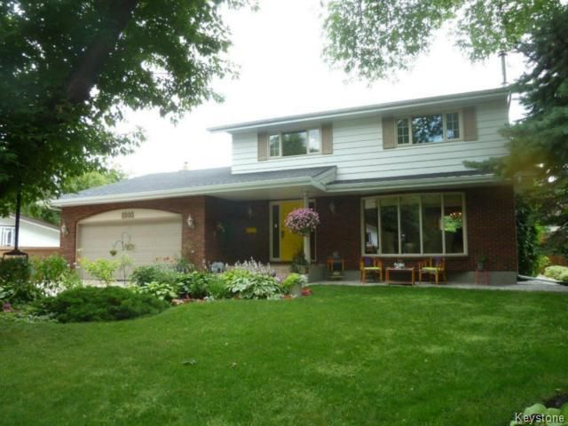 Main Photo: 1205 Kildonan Drive in Winnipeg: Single Family Detached for sale (Fraser's Grove)  : MLS®# 1418323