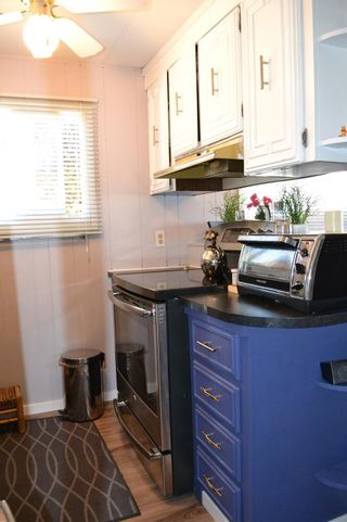 """Photo 9: 53 1840 160 Street in Surrey: King George Corridor Manufactured Home for sale in """"Breakaway Bays"""" (South Surrey White Rock)  : MLS®# R2098487"""